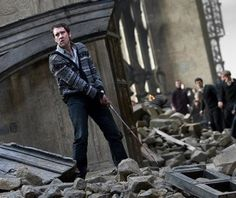 """""""Harry Potter and the Deathly Hallows, Part II"""" movie still, Matthew Lewis as Neville Longbottom. Harry Potter Film, Harry Potter Weekend, Harry Potter Theories, Mundo Harry Potter, Harry Potter Love, Neville Harry Potter, Neville Longbottom, Longbottom Harry Potter, Deathly Hallows Part 2"""