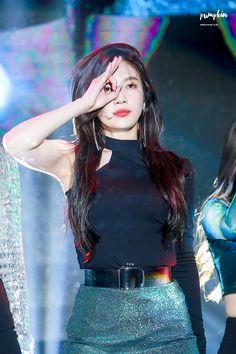 Peek a boo~~💚 Red Velvet Joy, Red Velvet Irene, Seulgi, South Korean Girls, Korean Girl Groups, Korean Beauty, Asian Beauty, Joy Rv, Coral