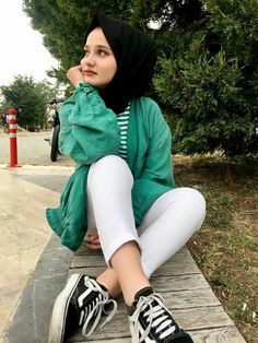 Modern Hijab Fashion, Modest Fashion, Fashion Outfits, Muslim Girls, Muslim Women, Chill Outfits, Outfits For Teens, Iranian Beauty, Cute Boys Images