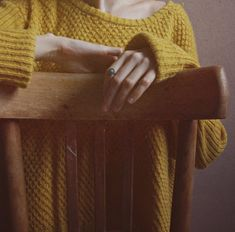 noc-wielkiego-sezonu. dandelion yellow jumper.