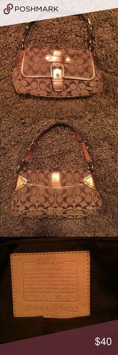 Small COACH Handbag Previously loved bag in good condition. Coach Bags