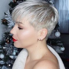 Hairdressing Advice That Will Keep Your Hair Looking Great – Hair Wonders Short Spiky Hairstyles, Straight Hairstyles, Cool Hairstyles, Hairstyles 2018, Very Short Hair, Short Hair Cuts, Pixie Cuts, Shaved Hair Designs, Hair Color And Cut
