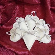 Karácsonyi filc szívek, Dekoráció, Karácsonyi, adventi apróságok, Ünnepi dekoráció, Hímzés, Varrás, Meska Gift Wrapping, Gifts, Gift Wrapping Paper, Presents, Wrapping Gifts, Favors, Wrap Gifts, Gift