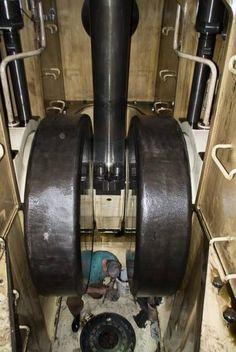 ME krukkast - werk in sumptank Marine Engineering, Mechanical Engineering, Marine Diesel Engine, Bucyrus Erie, Industrial Machinery, Merchant Marine, Tug Boats, Sump, Science Experiments Kids