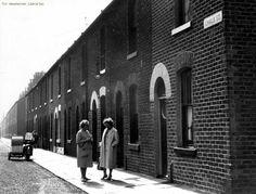 John Ludden @Johnludds Manchester: Chalk St: Newton Heath: 1963 #mancmade #manchester