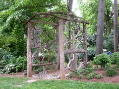 Rustic Gardens Arbors with Gates Natural Structures, Garden Structures, Outdoor Structures, Rustic Gardens, Outdoor Gardens, Small Yard Landscaping, Landscaping Ideas, Garden Projects, Garden Ideas