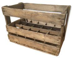 Ancienne caisse en bois pour bouteilles : en plus du poids des contenants, des contenus, les livreurs avaient aussi celui de la caisse en bois !!!!!
