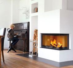 De Helex Sera Hoek 78 is de eerste inbouwhaard van Helex met een liftdeursysteem. Deze strak vormgegeven houthaard is naast normaal in te bouwen, ook aan te sluiten op de CV. Deze 'W' uitvoeringen leveren uiteindelijk meer warmte opbrengst op door het CV systeem. De Helex Sera Hoek 78 beschikt over een ingenieus schuifruif systeem met afneembare greep, waarbij voor reiniging het glas van de ruit gekanteld kan worden. #Kampen #Fireplace #Fireplaces #Interieur #Kachelplaats