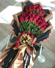 Candy Bouquet Diy, Bouquet Wrap, Hand Bouquet, Diy Bouquet, Luxury Flowers, Romantic Flowers, Amazing Flowers, Beautiful Roses, How To Wrap Flowers