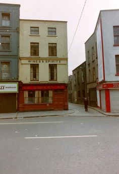 Where Vicar Street joins Thomas Street, prior to opening of the Vicar Street music venue. Dublin Street, Dublin City, Old Pictures, Old Photos, Sing Street, Vicars, Dublin Ireland, Architecture, Bobs