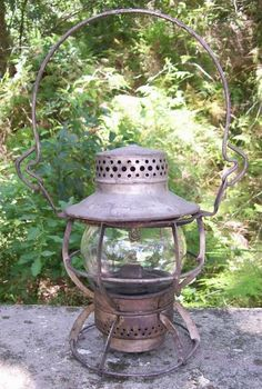 125.00 Burlington Route Railroad Lantern Dressel Wire Ring Bottom Pat. 1939