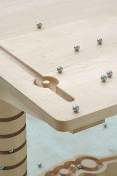 Combien de chemins une table en bois peut-elle contenir ? Marbelous de Ontwerpduo