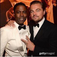 Pin for Later: See How the Stars Celebrated at Vanity Fair's Oscars Afterparty! Pictured: Leonardo DiCaprio and Chris Rock Leonardo Dicaprio, Night Pictures, Cool Pictures, Soirée Des Oscars, Chris Rock, Hooray For Hollywood, Vanity Fair Oscar Party, Famous Faces, Artists