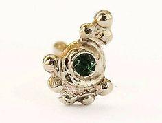 Indian tikka nose stud \ green emerald gemstone\ handmade in sterling silver\ gypsy nose jewelry\ 21 gauge \ 0.7 mm \ choose your stud shape