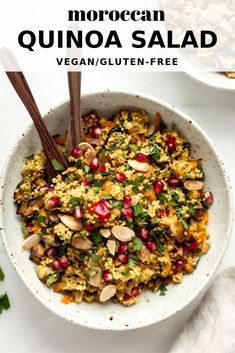 This moroccan quinoa salad is a delicious healthy recipe that is naturally gluten-free! This moroccan quinoa salad is a delicious healthy recipe that is naturally gluten-free! Quinoa Salad Recipes, Vegetarian Recipes, Healthy Recipes, Winter Salad Recipes, Avocado Recipes, Clean Eating Snacks, Healthy Eating, Moroccan Salad, Healthy Salads