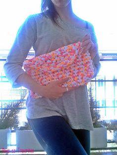 Bolso estilo sobre de trapillo. Handbag http://tralarinas.blogspot.com.es/
