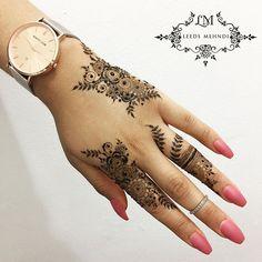 Henna Ideas 1935 Likes 35 Comments Henna Tattoo & Mandala Art ( on Instagra Henna Tattoo Designs Simple, Finger Henna Designs, Modern Mehndi Designs, Wedding Mehndi Designs, Mehndi Designs For Fingers, Henna Designs Easy, Beautiful Henna Designs, Latest Mehndi Designs, Simple Henna