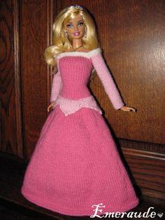 Page to be translated - Princess dress - Tricot: Robe de princesse Disney, Aurore Crochet Doll Dress, Crochet Barbie Clothes, Doll Clothes Barbie, Barbie Dress, Knitted Dolls, Barbie Knitting Patterns, Barbie Clothes Patterns, Princess Barbie Dolls, Disney Princess Dresses