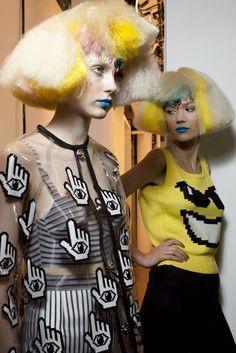 jeremy scott F/W Pop Art Fashion, Anti Fashion, Colorful Fashion, Fashion Photo, Teen Fashion, Fashion Brands, Fashion Design, Ck Fashion, Monochrome Fashion