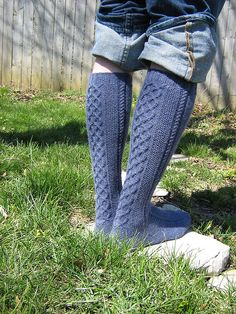 Clessidra knee socks free knitting pattern