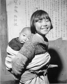 "Dimitri Boria and U. Army, ""A Girl and Her Young Brother,"" Center for Korean Studies Digital Archive Old Pictures, Old Photos, Vintage Photos, Asian History, Korean War, Historical Pictures, Beautiful Children, Baby Wearing, Portrait"