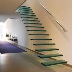 Escada sem apoio dos lados