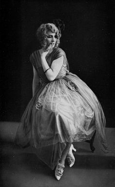 Mlle. Camille Calvat at Théatre du Palais-Royal dressed by Beer, photo by Studio-Femina. Les Modes 1919 (A19,N185).