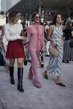 Street Style: mujeres con estilo en New York Fashion Week. El complemento, los zapatos, el peinado... Y los 30 básicos convierten a una asistente en la invitada perfecta.