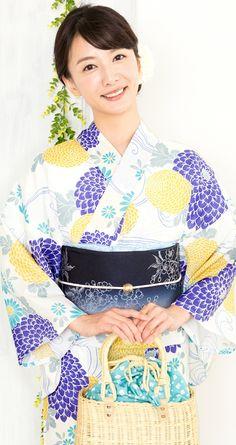 澤田 泉美 Japanese Costume, Japanese Kimono, Traditional Kimono, Traditional Dresses, Fashion Beauty, Women's Fashion, Kimono Pattern, Japanese Outfits, Kimono Dress