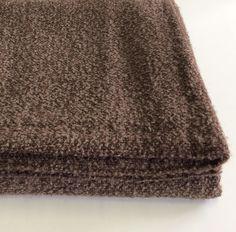 Coperta in lana boucle Ivano Redaelli. Colore nocciola.
