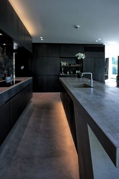 Cozinha Preta: +148 Ambientes e Dicas de Decoração para 2021 My Kitchen Rules, Kitchen Vinyl, Design Your Kitchen, Modern Kitchen Cabinets, Kitchen Cabinet Design, Kitchen On A Budget, Interior Design Kitchen, Coffee Bar Home, Minimalist Kitchen