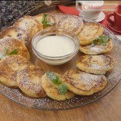 Un mic dejun gustos, simplu și rapid de preparat. Papanașii moldovenești sunt acel deliciu care nu poate lipsi de pe masa de dimineață dacă vrei să fii plin de energie toată ziua. Doar un asemenea