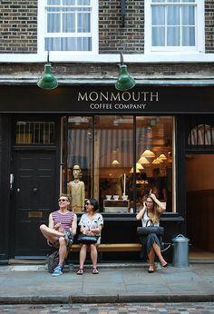40 Ideias para deixar a fachada da sua loja super charmosa Bugre Moda / Imagem: Reprodução