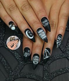 This manicure inspired by Harry Potter.
