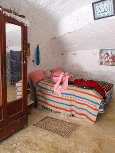 Cave dwelling, Berber village  Matmata Luola-asunto berberikylässä Matmata Tunisia Photo by Aili Alaiso Finland
