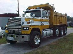 Truck pictures Ford images Big Ford Trucks, Classic Ford Trucks, Big Rig Trucks, Dump Trucks, Old Trucks, Train Truck, Tow Truck, Model Truck Kits, Freight Truck