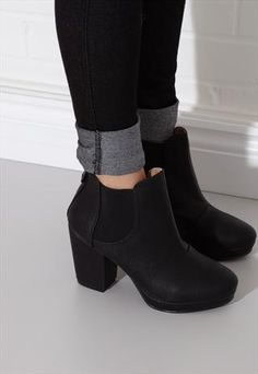 Mid Heel Chelsea boot in black leather from Style Heart Boutique