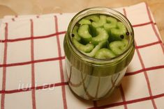 Tije de telina murate - Apio murat Reteta | Iuli.eu Pickles, Cucumber, Food, Celery, Canning, Salads, Essen, Meals, Pickle