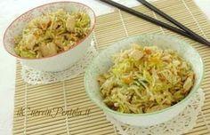 Questo riso basmati con pollo e verdure è una di quelle ricette che vi piacerà da morire! Gli ingredienti sono: porro, carote, cavolo verza, pollo e salsa