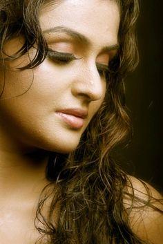 Beautiful Ramya Nambeesan Latest Photo Gallery