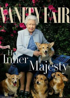 Queen Elizabeth Covers 'Vanity Fair' with Her Beloved Dogs!: Photo Queen Elizabeth II poses for the cover of Vanity Fair's latest issue, surrounded by her beloved Corgis and Dorgis! The royal was photographed by… Annie Leibovitz, Vanity Fair, Prinz Philip, Queen 90th Birthday, Happy Birthday, Die Queen, Reine Victoria, Her Majesty The Queen, Queen Of England
