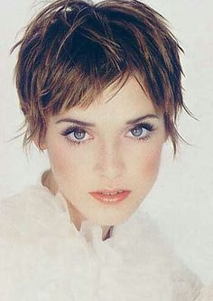 Image Pictures of extra short hairstyles pictures. - Image Pictures of extra short hairstyles pictures. Short Choppy Haircuts, Cute Hairstyles For Short Hair, Short Grey Hair, Short Hair Cuts, Medium Hair Styles, Curly Hair Styles, Coiffure Hair, Hair Affair, Great Hair