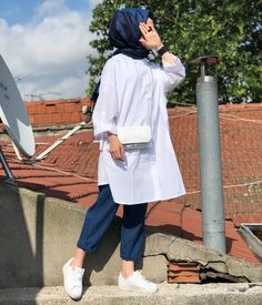 - I'm a girl writing an article. Modern Hijab Fashion, Street Hijab Fashion, Muslim Fashion, Denim Fashion, Fashion Outfits, Hijab Casual, Hijab Chic, Hijab Mode Inspiration, Hijab Stile