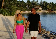 Beyoncé and Jay-Z beach strolls <3