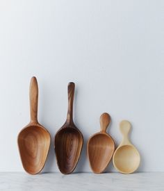 flour + sugar scoops at Herriot Grace - Wooden spoons! Plantador Vertical, Carved Spoons, Wood Spoon, Wooden Kitchen, Whittling, Cuisines Design, Kitchen Utensils, Kitchen Tools, Handmade Wooden