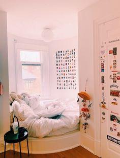 Home Interior Cuadros .Home Interior Cuadros Cute Bedroom Ideas, Room Ideas Bedroom, Home Bedroom, Bedroom Decor, Bedroom Inspo, Cozy Teen Bedroom, 1950s Bedroom, Bedroom Rugs, Teen Bedrooms