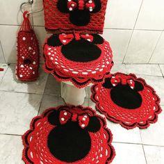 Jogo de banheiro de crochê: 80 ideias e tutoriais cheios de charme Crochet Home, Knit Or Crochet, Chrochet, Filet Crochet, Crochet Disney, Mickey Bathroom, Minnie Mouse Blanket, Bathroom Crafts, Crochet Squares