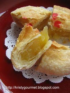 My Little Space: Fuzhou 'Dou Yong' Mooncake @ 福州月饼 New Year's Desserts, Asian Desserts, Filipino Desserts, Sweet Recipes, Cake Recipes, Dessert Recipes, Chinese Pastry Recipe, Mooncake Recipe, Mochi Recipe