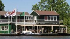 Amsterdam is het allermooist vanaf het water, dus pak een bootje en meer aan bij een van deze leuke cafés en restaurants voor een lekker hapje en drankje!