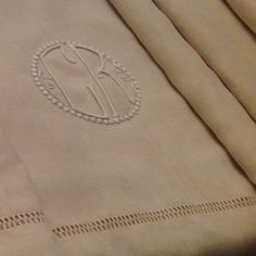 Unused French pure en fil de Lin Trousseau sheet: weighty, floppy, silky soft and fluid. Hand Spinning, Linen Bedding, Buy And Sell, Pure Products, French, Linens, Handmade, Stuff To Buy, Linen Sheets